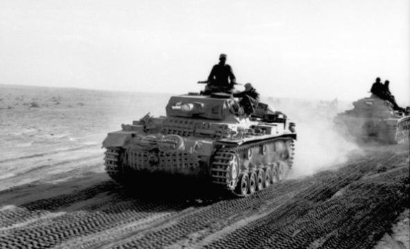 Bundesarchiv Bild 101I 783 0109 11 Nordafrika Panzer III in Fahrt