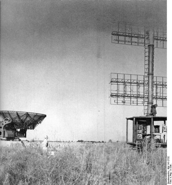 Bundesarchiv Bild 141 2732 Radargeräte Würzburg Riese und Freya