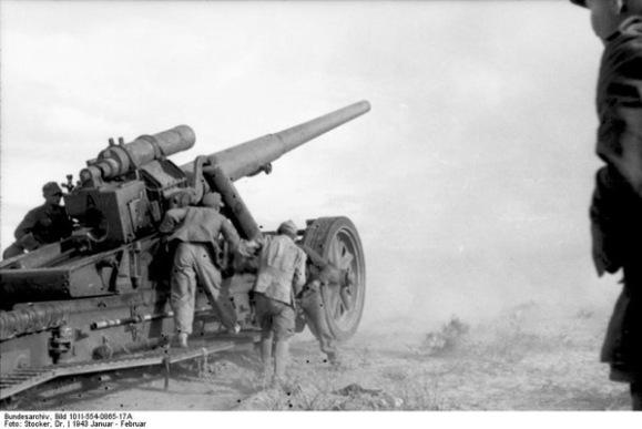 Bundesarchiv Bild 101I 554 0865 17A Nordafrika Tunesien Abfeuern einer Kanone